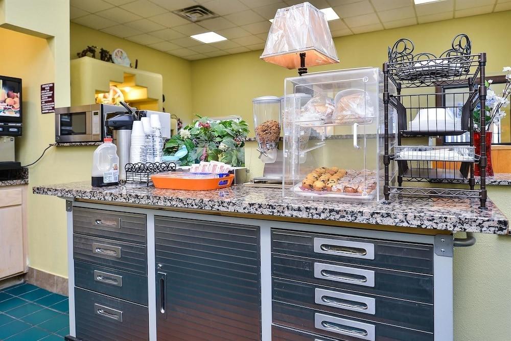 아메리카스 베스트 밸류 인 프레스콧 밸리(Americas Best Value Inn Prescott Valley) Hotel Image 12 - Breakfast Area