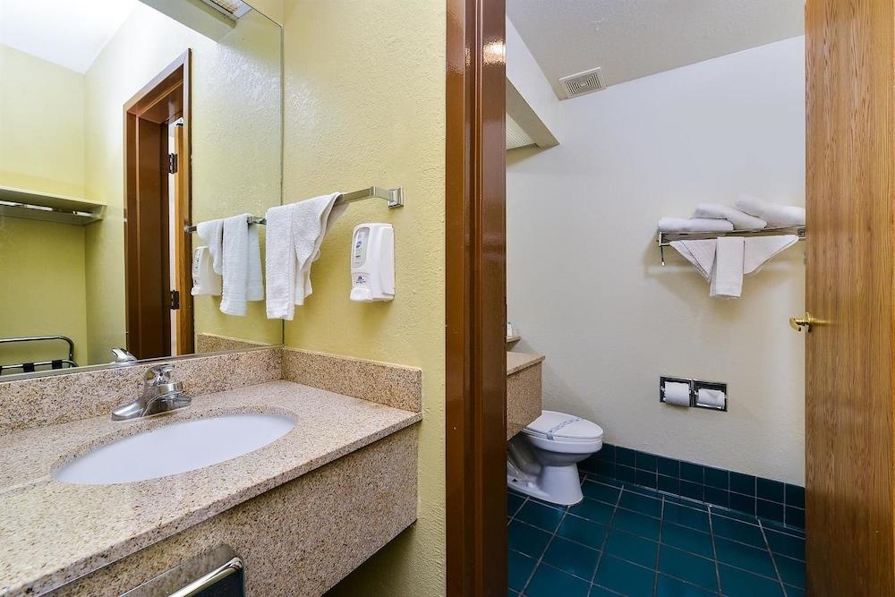 아메리카스 베스트 밸류 인 프레스콧 밸리(Americas Best Value Inn Prescott Valley) Hotel Image 8 - Bathroom