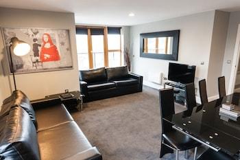 Two Bedroom Penthouse with two sofa-beds (sleeps 6)