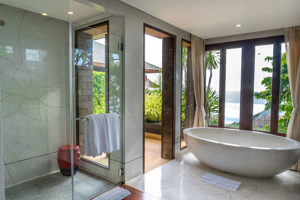 https://i.travelapi.com/hotels/3000000/2900000/2898300/2898282/333edac4_z.jpg