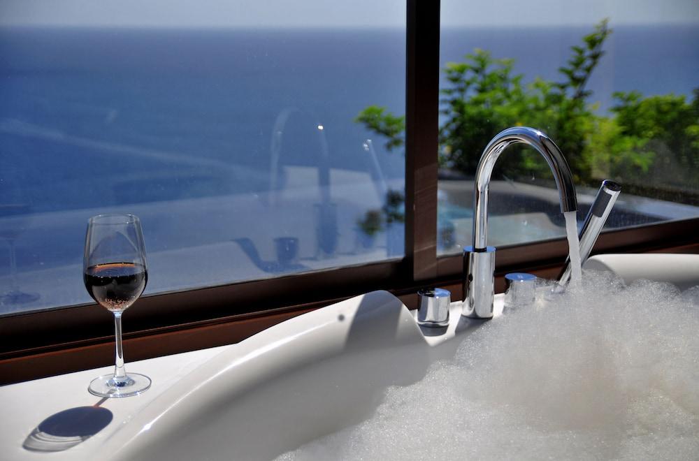 https://i.travelapi.com/hotels/3000000/2900000/2898300/2898282/42b0c565_z.jpg