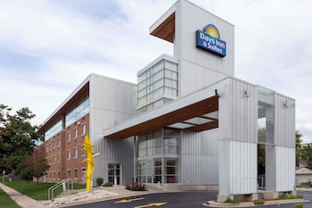 Hotel - Days Inn & Suites by Wyndham Milwaukee