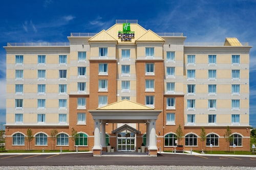 . Holiday Inn Express Hotel & Suites CLARINGTON - BOWMANVILLE