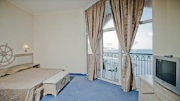 Studio, 2 Bedrooms, Sea View