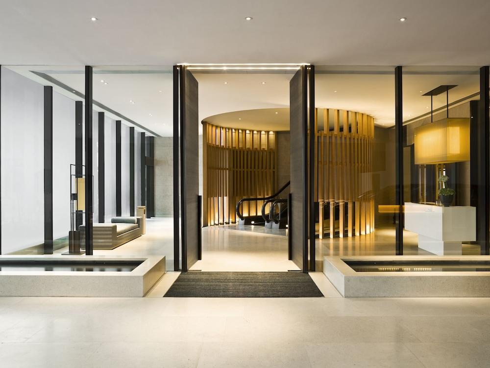 https://i.travelapi.com/hotels/3000000/2920000/2911200/2911108/73a4d40b_z.jpg
