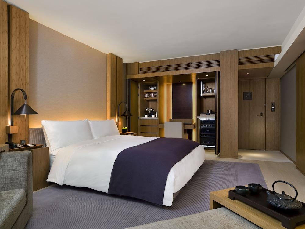 https://i.travelapi.com/hotels/3000000/2920000/2911200/2911108/882c25f2_z.jpg
