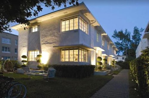 . LINCOLN RD-MIAMI BEACH-CHARMING VACATION RENTALS