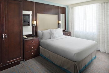 Guestroom at Residence Inn by Marriott San Diego Downtown/Gaslamp Quarter in San Diego
