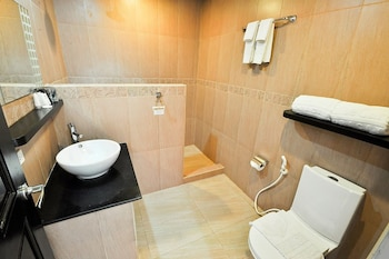 Paradise Garden Resort Hotel & Convention Center Boracay Bathroom