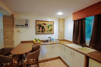 Paradise Garden Resort Hotel & Convention Center Boracay In-Room Kitchenette