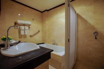 Paradise Garden Resort Hotel & Convention Center Boracay Bathroom Sink