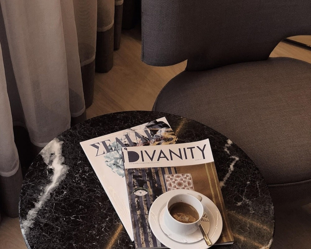 https://i.travelapi.com/hotels/3000000/2920000/2919200/2919143/888afc43_z.jpg