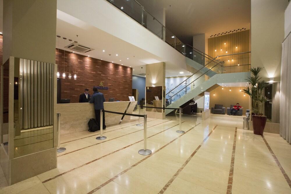 노빌 스위트 모누멘탈(Nobile Suites Monumental) Hotel Image 2 - Lobby Sitting Area