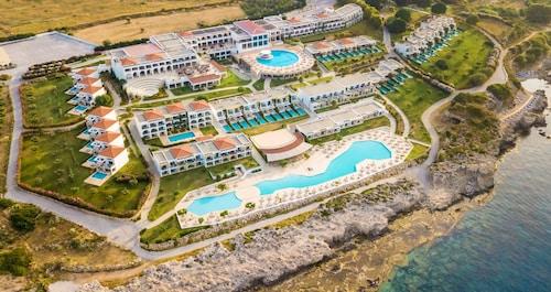 . Kresten Royal Euphoria Resort