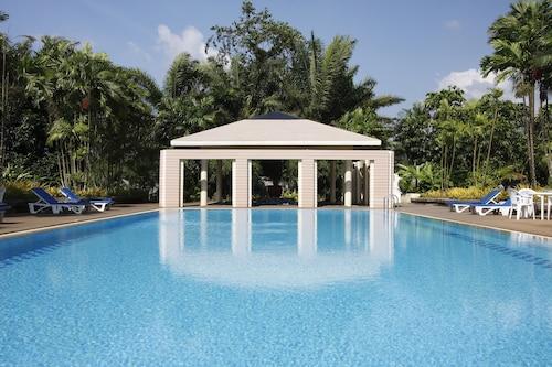 . Tinidee Hotel Ranong