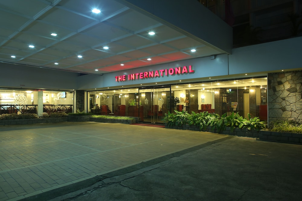 Hotel : Interior Entrance 1 of 55