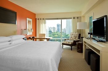 Club Room, 1 King Bed, Bay View