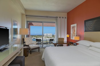 Deluxe Room, 1 King Bed, Balcony, Bay View