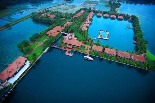 . Lake Palace - A Luxury Backwater Resort