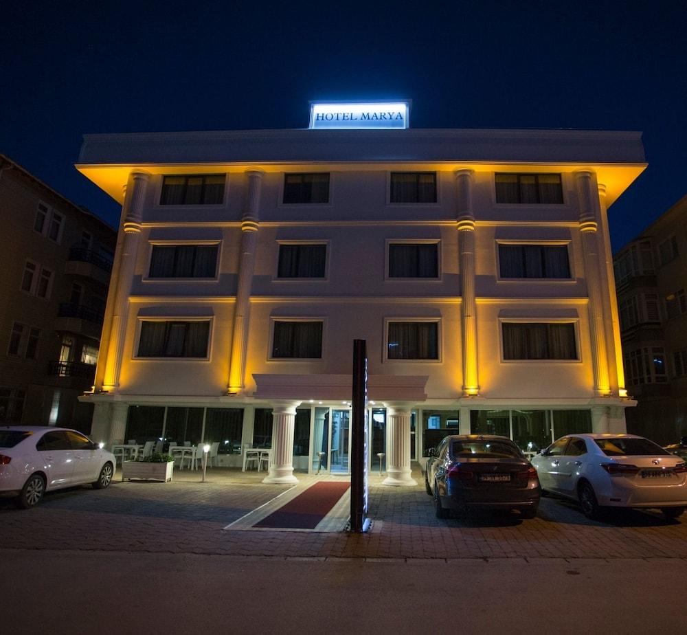 마리아 호텔(Marya Hotel) Hotel Image 1 - Hotel Front - Evening/Night