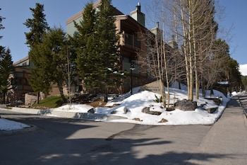 Hotel - Sundowner II by Ski Village Resorts