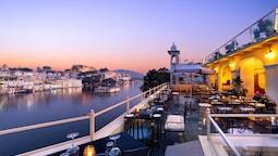 Hotel Sarovar on Lake Pichola