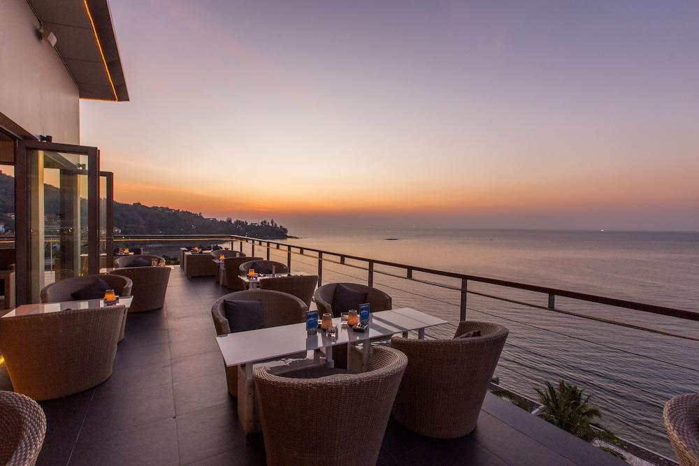 https://i.travelapi.com/hotels/3000000/2950000/2945800/2945736/3e9e260c_z.jpg