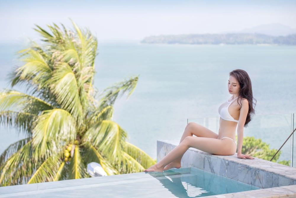 https://i.travelapi.com/hotels/3000000/2950000/2945800/2945736/db300bdd_z.jpg