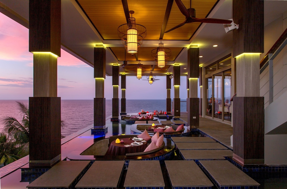 https://i.travelapi.com/hotels/3000000/2950000/2945800/2945736/fa393089_z.jpg