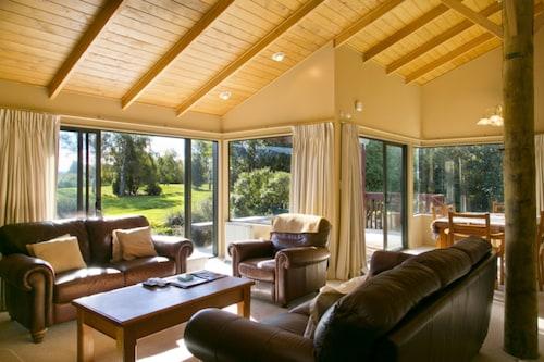 . Tongariro Lodge