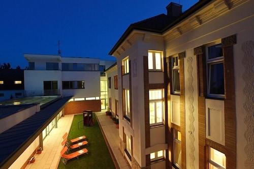 . Hotel Sandor Pavillon