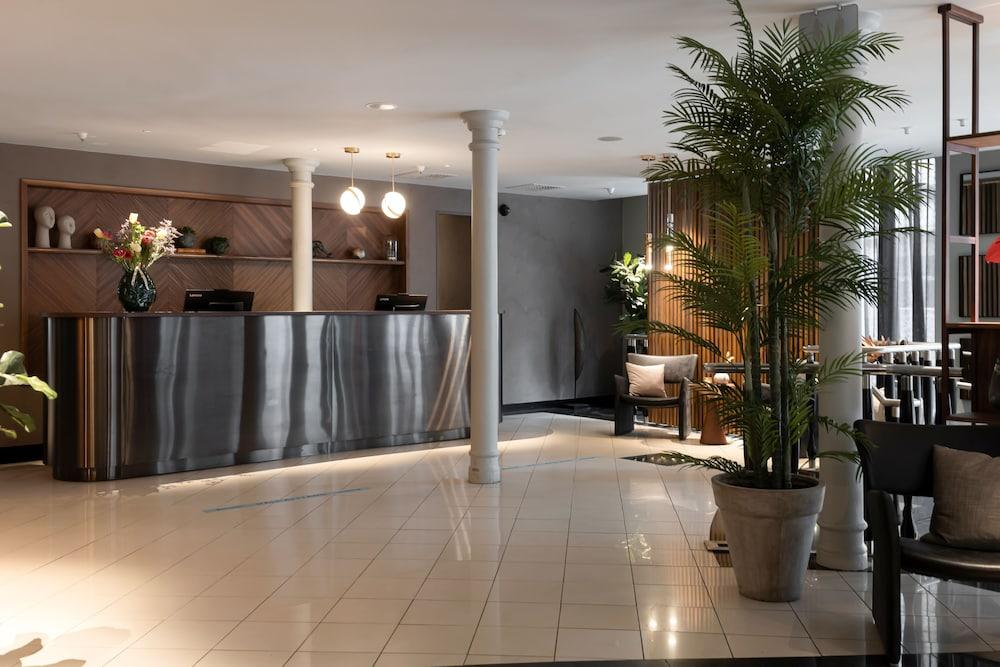 https://i.travelapi.com/hotels/3000000/2950000/2947800/2947740/38fe50d4_z.jpg