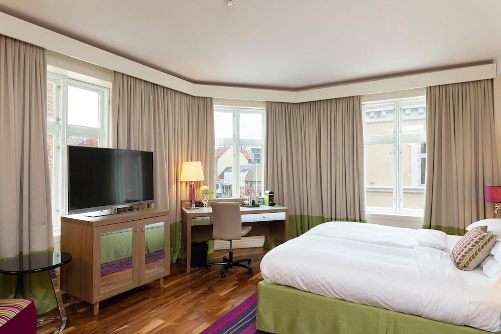 https://i.travelapi.com/hotels/3000000/2950000/2947800/2947740/5d16251c_z.jpg