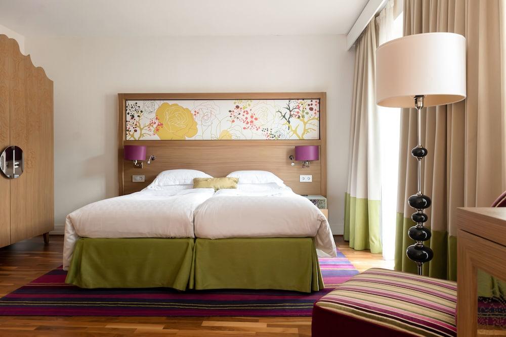 https://i.travelapi.com/hotels/3000000/2950000/2947800/2947740/64ad7433_z.jpg