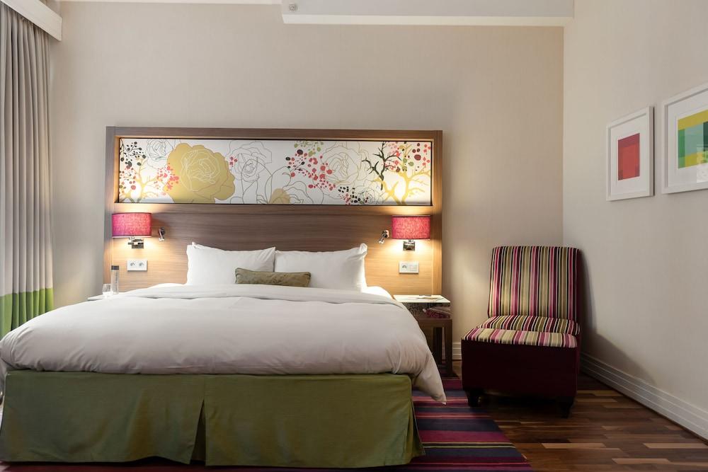 https://i.travelapi.com/hotels/3000000/2950000/2947800/2947740/73f13775_z.jpg