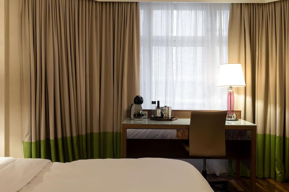 https://i.travelapi.com/hotels/3000000/2950000/2947800/2947740/b8e1652b_z.jpg