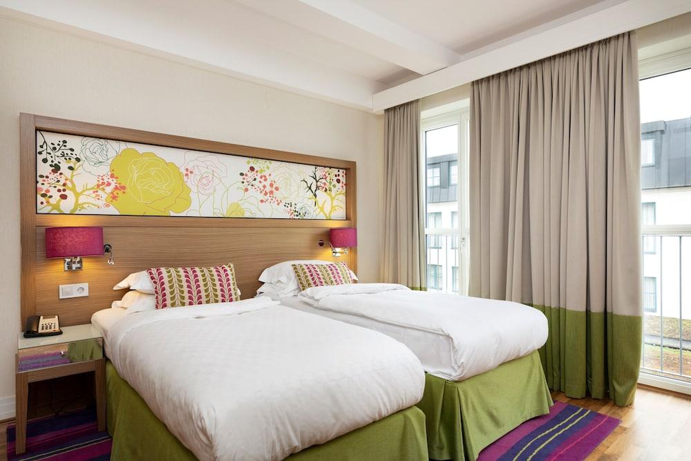 https://i.travelapi.com/hotels/3000000/2950000/2947800/2947740/baab2677_z.jpg
