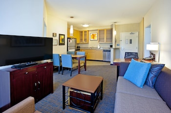 Guestroom at Residence Inn by Marriott Baltimore Hunt Valley in Hunt Valley