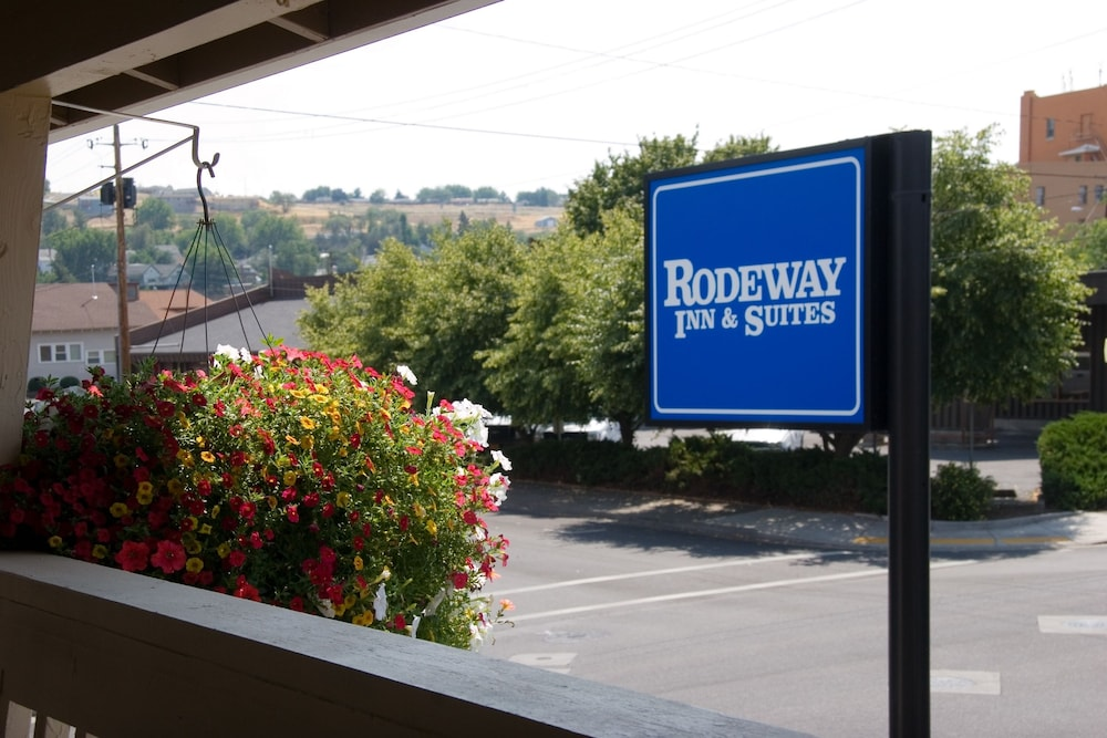 Pendleton Vacations - Rodeway Inn & Suites - Property Image 1