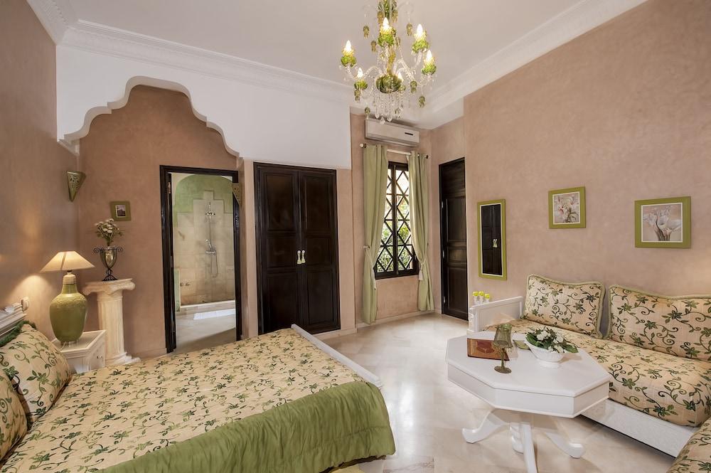 https://i.travelapi.com/hotels/3000000/2970000/2966400/2966389/5a56d0bb_z.jpg