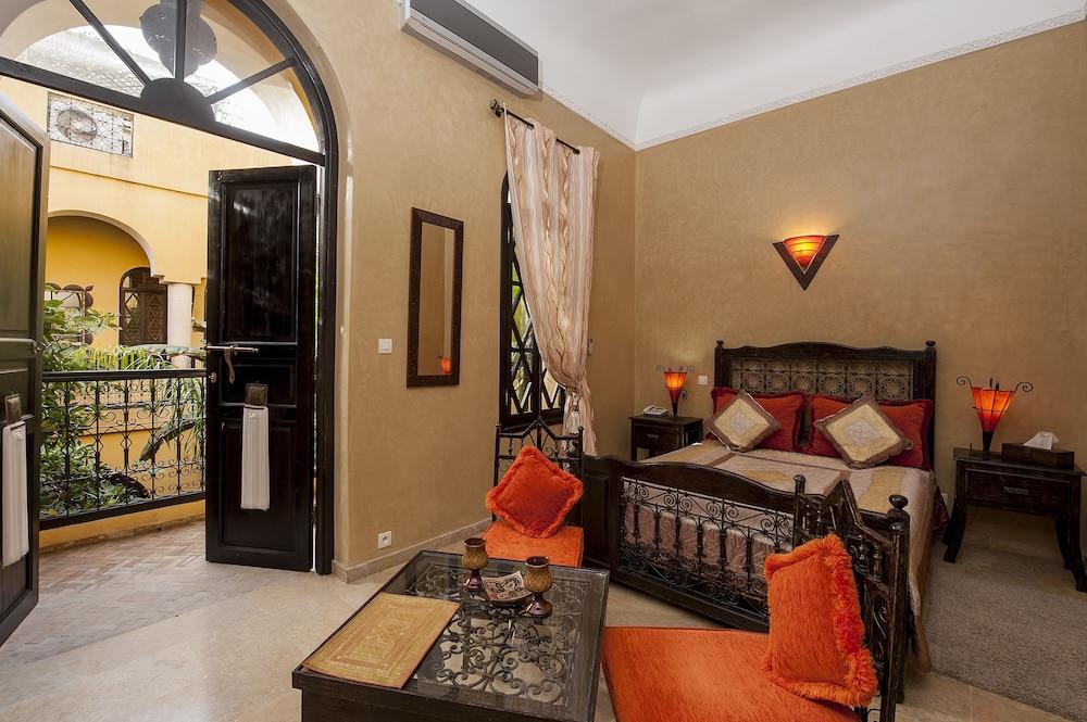 https://i.travelapi.com/hotels/3000000/2970000/2966400/2966389/729c440a_z.jpg
