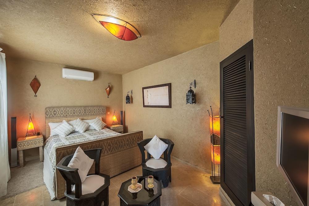 https://i.travelapi.com/hotels/3000000/2970000/2966400/2966389/a2847e98_z.jpg