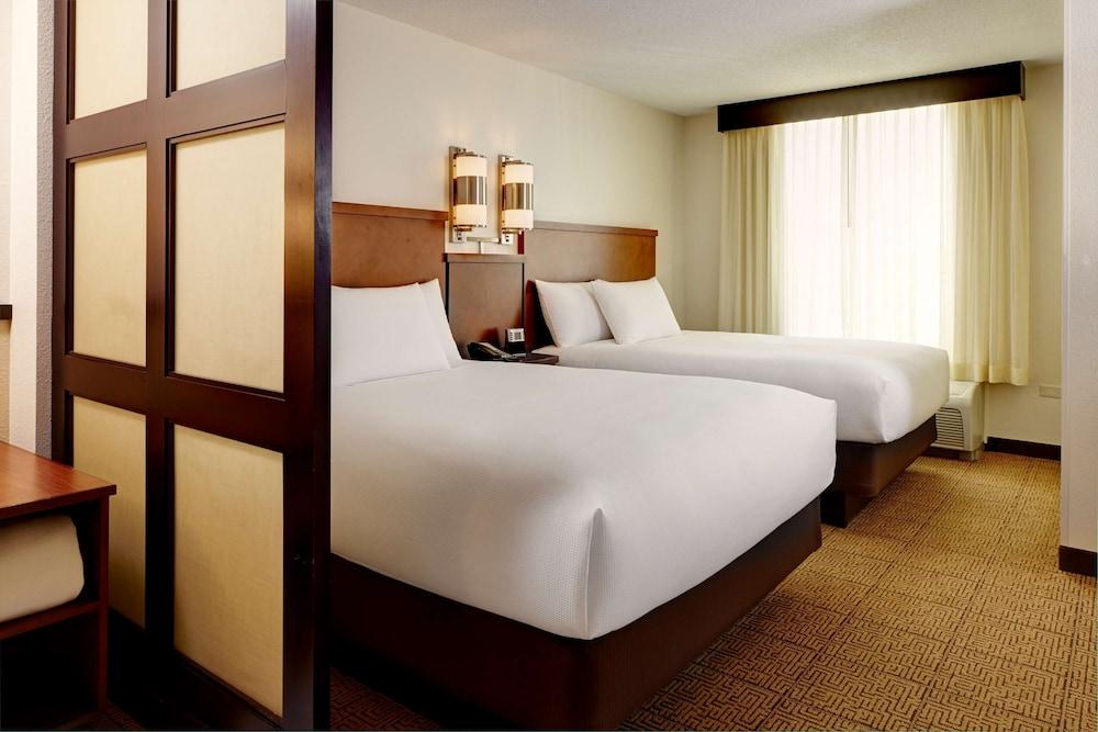 Standard Room, 2 Queen Beds (High Floor)