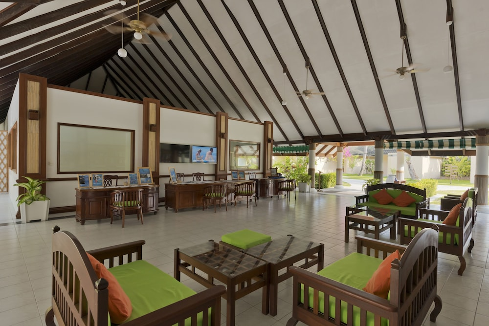 할리데이 아일랜드 리조트 앤드 스파(Holiday Island Resort & Spa) Hotel Thumbnail Image 2 - Lobby Sitting Area