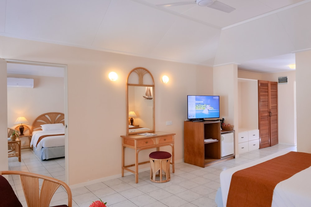 할리데이 아일랜드 리조트 앤드 스파(Holiday Island Resort & Spa) Hotel Thumbnail Image 12 - Guestroom