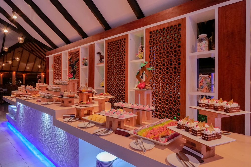 할리데이 아일랜드 리조트 앤드 스파(Holiday Island Resort & Spa) Hotel Thumbnail Image 36 - Buffet