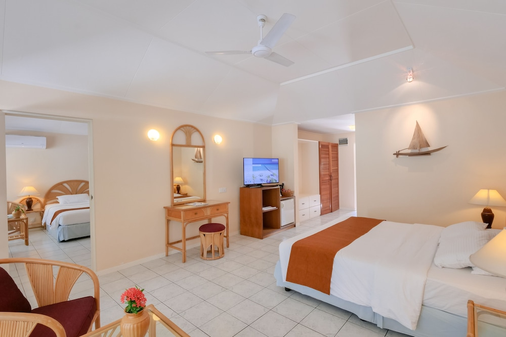 할리데이 아일랜드 리조트 앤드 스파(Holiday Island Resort & Spa) Hotel Thumbnail Image 13 - Guestroom