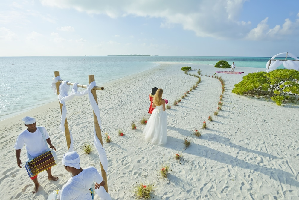 할리데이 아일랜드 리조트 앤드 스파(Holiday Island Resort & Spa) Hotel Thumbnail Image 68 - Outdoor Wedding Area