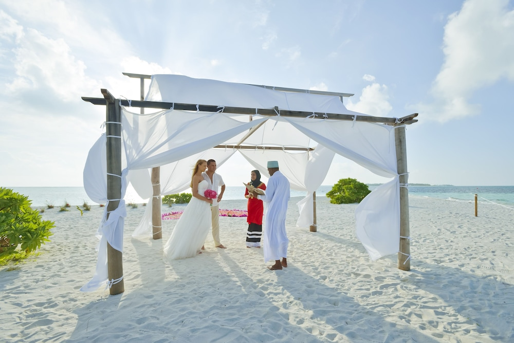 할리데이 아일랜드 리조트 앤드 스파(Holiday Island Resort & Spa) Hotel Thumbnail Image 69 - Outdoor Wedding Area