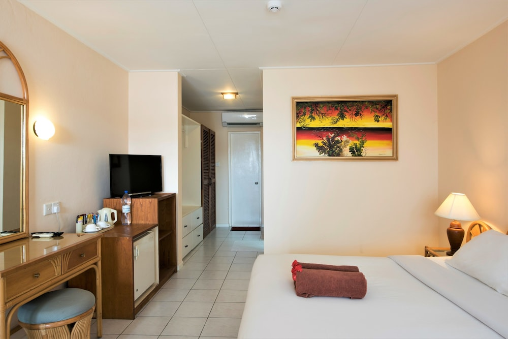 할리데이 아일랜드 리조트 앤드 스파(Holiday Island Resort & Spa) Hotel Thumbnail Image 11 - Guestroom